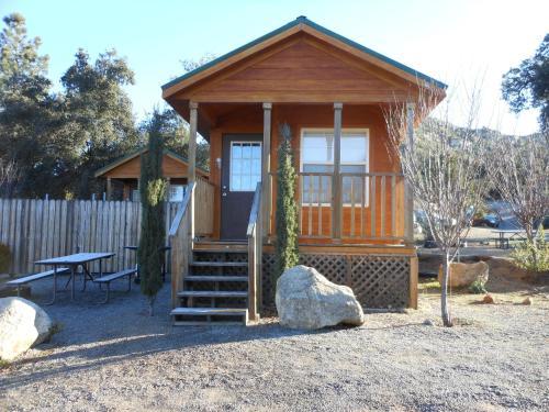 Oakzanita Springs Camping Resort Cabin 2