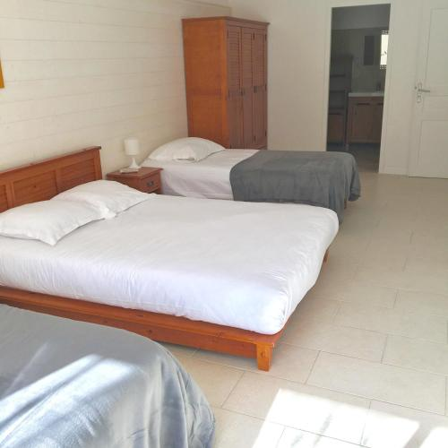 Kamar Standard Quadruple (Standard Quadruple Room with Shared Toilet)