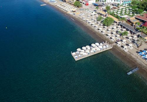 Kefi Beach & Suites