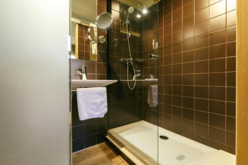 Double or Twin Room Hotel Spa Vilamont 8
