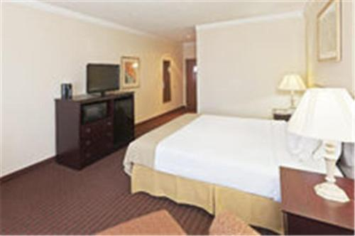 See all 27 photos Holiday Inn Express Hotel & Suites Plainview