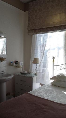 Maison Dieu Guest House (B&B)