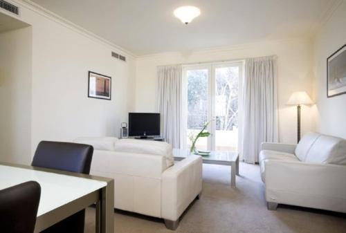 Caroline Serviced Apartments S..