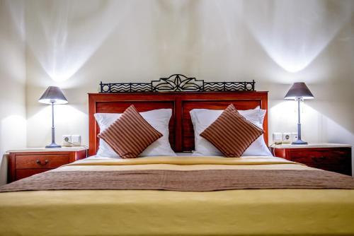 Leo Hotel