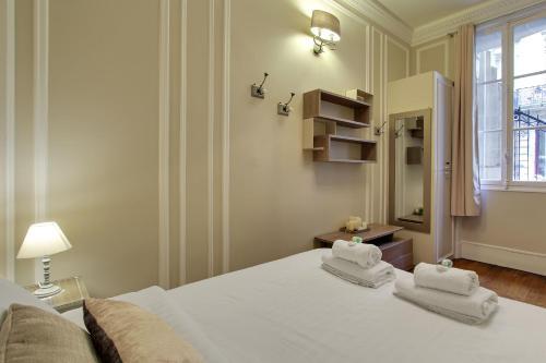 Pick a Flat - Apartment Champs Elysees / Quentin B