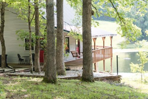 The Lakehouse/Cabin