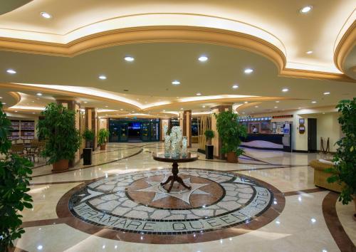 Miramare Queen Hotel, Side
