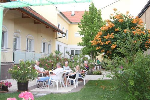 Pension & Weingut Storchenblick