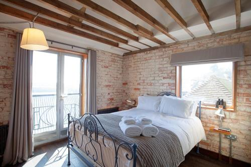 Photo of Rocksalt Rooms Hotel Bed and Breakfast Accommodation in Folkestone Kent