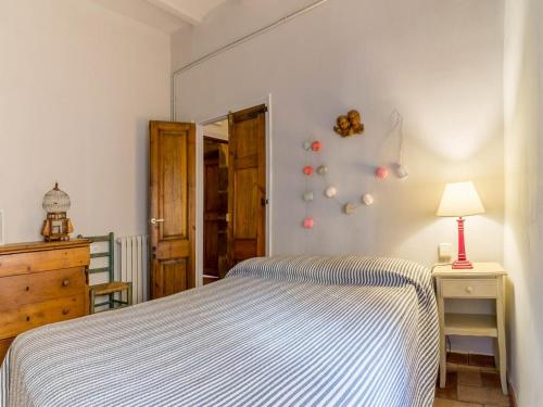Triple Room (2 Adults + 1 Child) Hotel la Plaça Madremanya 4