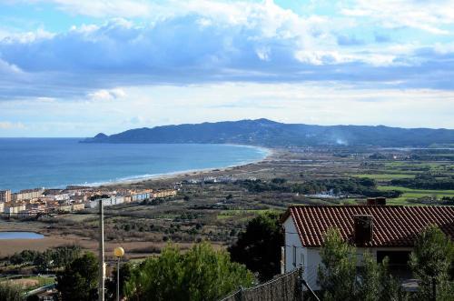 Hotel apartamentos montseny l 39 estartit rumbo for Hoteles familiares cataluna