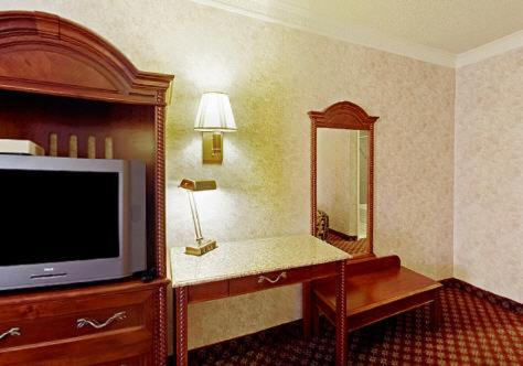 Americas Best Value Inn & Suites - Fontana - Fontana, CA 92335