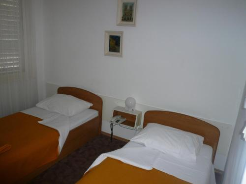 Cameră single cu vedere la mare (Single Room with Sea View)
