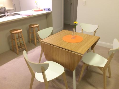 Contemporary Courtyard 2bed Kezen Apt @ Olympic Park