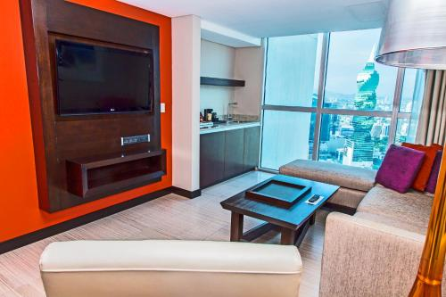 Suite Junior dengan Dua Katil Double (Junior Suite with Two Double Beds)