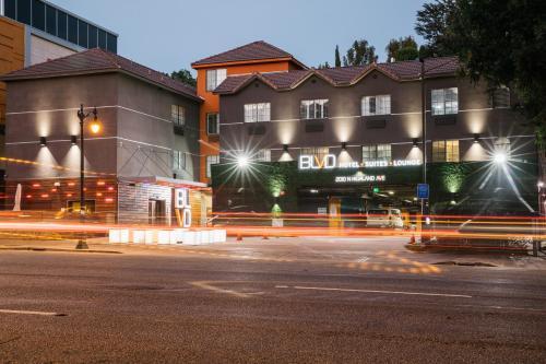 The Blvd Hotel & Suites