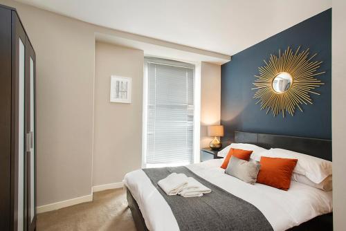 HotelLacemarket Suites