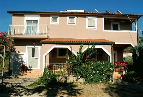 Apartment & Rooms Roza