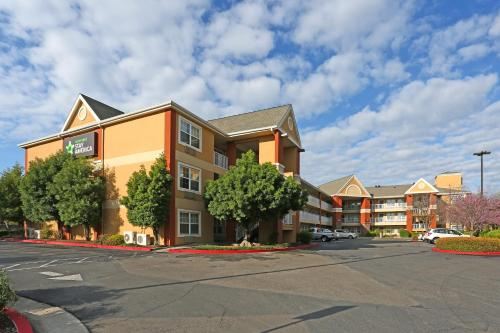 Hotels Near Woodward Park, Fresno : Find, Compare and Book