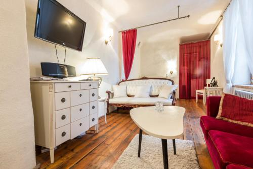 Old Town Studio Apartment with Sauna and Fireplace at  Vene street
