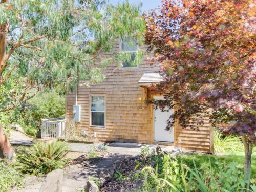 Nehalem River Cottage