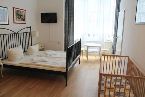 Hotel Pension Waizenegger am Kurfürstendamm photo 9