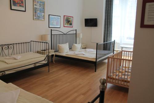 Hotel Pension Waizenegger am Kurfürstendamm photo 10