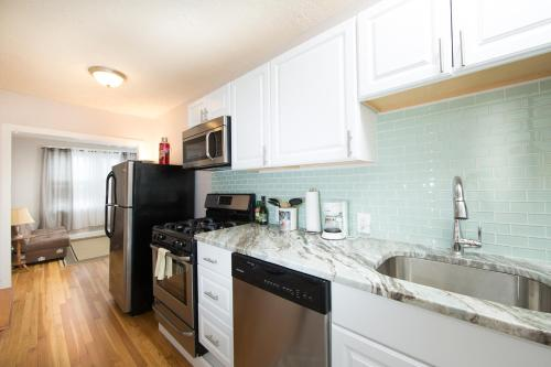 Kent Street 1 Bedroom by STARS of Boston