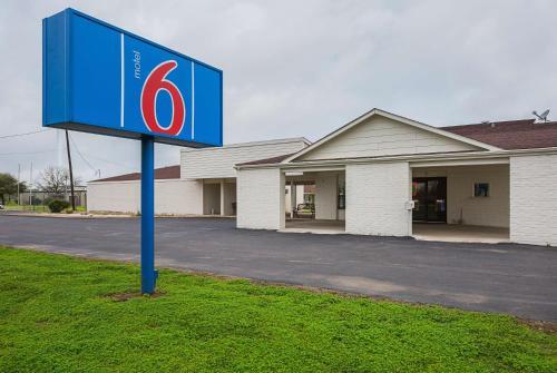 Motel 6 Madisonville