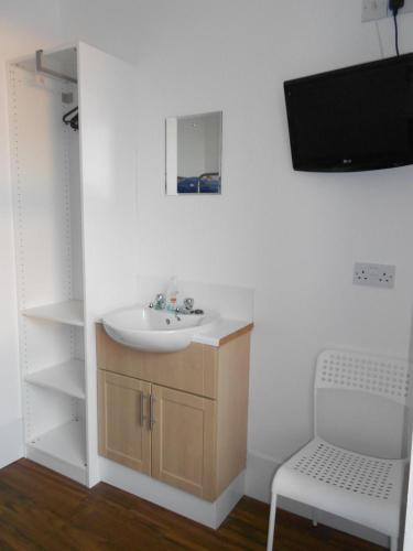 Budget Twin Room with Shared Bathroom