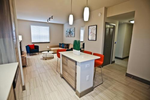 NUOVO Miami Apartments at Dadeland / Kendall