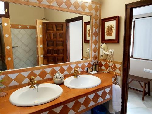 Family Suite (3 Adults) Casa Palacio Carmen del Cobertizo 2