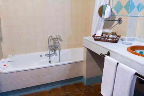 Suite Junior con bañera de hidromasaje La Fuente del Sol 7