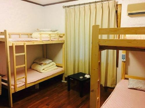 Κουκέτα σε Κοιτώνα Θηλέων  (Mainland Chinese Citizens - Bunk Bed in Female Dormitory Room  )