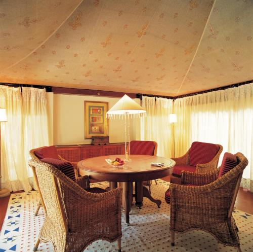 Royal Tent With Private Patio, Garden And Two Way Airport Transfers