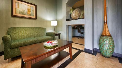 Best Western Marlin Inn & Suites