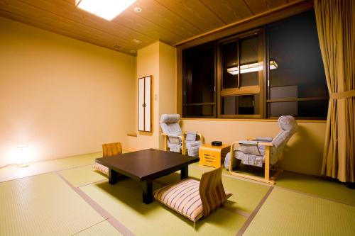 Japanese-Style Economy Room with Shared Bathroom and Mountain View
