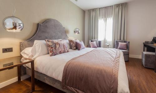 Habitación Doble Deluxe con jacuzzi® Hotel Palacete de Alamos 3