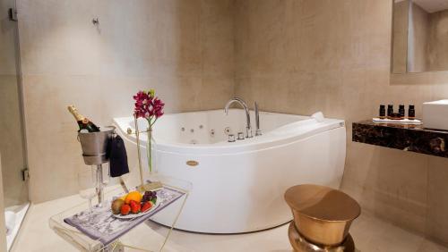 Habitación Doble Deluxe con jacuzzi® Hotel Palacete de Alamos 1