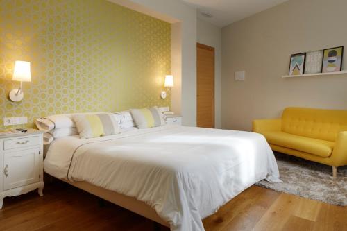 Habitación con 1 cama doble o 2 individuales - Planta baja con vistas a las montañas Hotel San Prudentzio 5