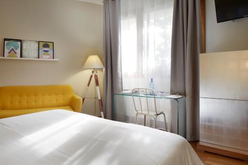 Habitación con 1 cama doble o 2 individuales - Planta baja con vistas a las montañas Hotel San Prudentzio 6