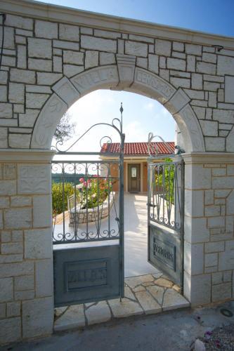 Vryonis Villa
