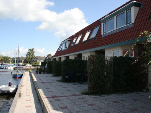 Holiday home Watersportpark De Pharshoeke 4, Heeg