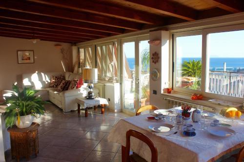 A Casa di Gio Terrazza sul Golfo, Formia, Lazio | RentByOwner.com ...