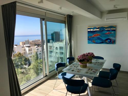 White Arches Vadim's Apartment