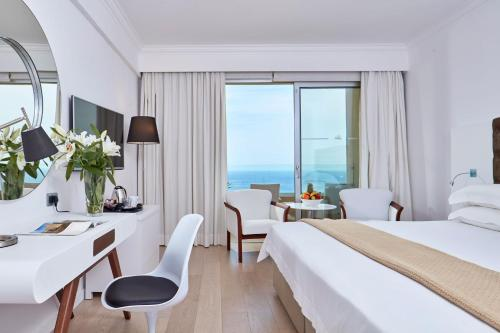 Standard Twin or Double Room Sea View (2 Adults + 1 Child)