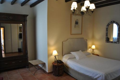 Double or Twin Room Palacio de Santa Inés 4