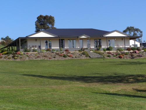 Nyora Lodge B&B