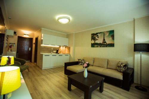 Комплекс апартаментов Batumi Holiday Luxus