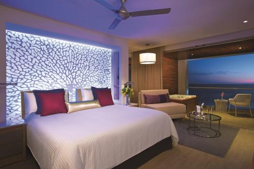 Suite Júnior Tripla Xhale Club Frente ao Mar (Xhale Club Junior Suite Ocean Front Triple)